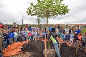 Kinderen 'planten' hun wens bij opening van Hoftuin