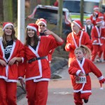 Santa Run Barendrecht: Tijdens het hardlopen (Jaagpad) – Winterfeest Barendrecht 2013