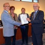 Convenant tegen armoede overhandigd aan burgemeester van Barendrecht