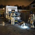 Man blust brandje in motorcompartiment van vrachtwagen aan het Riet