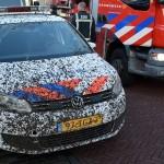 Politieauto onder de modder bij spoedmelding voor brand aan de Vrijenburglaan in Barendrecht