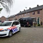Politie doet instap in woning aan de Zeeg voor onderzoek naar vuurwapens
