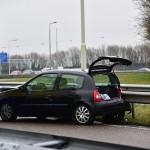 Auto tegen de vangrail op afrit A29 bij Barendrecht (richting Kilweg)
