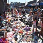 Kinderen verdienen extra zakcentje tijdens kindervrijmarkt op de Middenbaan