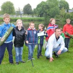 Viswedstrijd voor de jeugd bij het Wilgeneiland, wijk Molenvliet in Barendrecht