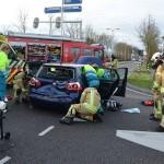 Twee gewonden bij aanrijding met vuilnisauto op de Dierensteinweg / Lorentzweg in Barendrecht