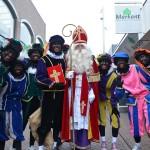 Sinterklaas bij de opening van het Pietenhuis op de Middenbaan