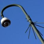 Cameratoezicht met beveiligingscamera op paal