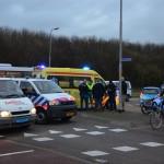 Aanrijding auto en brommer op de kruising Henry Dunantlaan en de Boerhavenlaan in Barendrecht