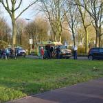 Kleine aanrijding tussen auto en fietser op de Buitenlandsebaan in Barendrecht