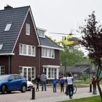 Traumahelikopter landt in Amaliaplantsoen voor noodsituatie Marijkesingel
