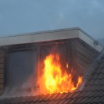 Uitslaande brand verwoest zolder woning Avenue Carré in Barendrecht (Carnisselande)