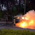 Auto volledig uitgebrand na brandstichting op parkeerplaats sportpark de Bongerd in Barendrecht