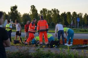 Scooterrijder zwaargewond bij aanrijding met auto aan de Kilweg in Barendrecht