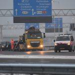 Auto klapt tegen vangrail op de A29 bij het Vaanplein