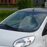 Vrouw klapt op voorruit van auto aan de Hamburg in Barendrecht
