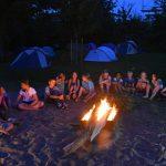Kinderen kamperen in de Oranjespeeltuin