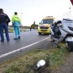Scooterrijder gewond door val in gladde bocht Achterzeedijk, Barendrecht