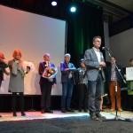 Erepenning voor Coby van der Schee en Waarderingsoorkonde voor Stedenband Barendrecht-Louny