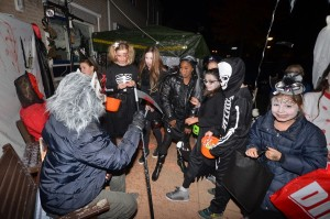 Foto's: Halloween Trick-or-treats door heel Barendrecht