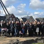 Nieuwe buren ontmoeten elkaar bij slaan eerste paal aan het Grenenhout in Barendrecht