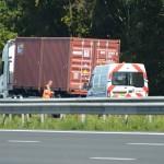 Harde knal veroorzaakt door klapband vrachtwagen op de A29 bij Barendrecht