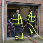 Brandweer pompt kelder leeg aan de Meerdewesingel in Barendrecht