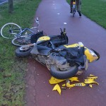 Aanrijding tussen scooter en fiets op de Sweelincklaan in Barendrecht