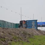 Aanhanger van vrachtwagen gekanteld op de A29 bij Barendrecht