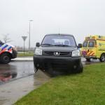 Auto botst op betonblok aan de Carnisseweg in Barendrecht