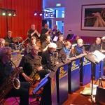 Muzikanten van Harmonievereniging zetten Muziek Centraal in Het Kruispunt