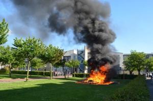 Speeltoestel Vioolhof in vlammen op: Zwarte rookwolken boven Barendrecht