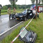 Auto klapt op boom langs Sweelincklaan, bestuurder bekneld in voertuig