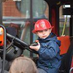 Kinderen verrast met echte brandweerauto bij voorstelling 'Brandweerman Sam Live'
