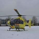 Traumahelikopter en andere hulpdiensten voor een reanimatie naar de Banjohof in Barendrecht