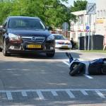 Lichte verwondingen bij aanrijding auto en scooter op de kruising Voordijk/Dudokdreef in Barendrecht