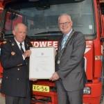 Erepenning voor oud brandweer commandant Koedoot (Brandweer Barendrecht)