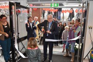Nieuwe winkel van Terre des Hommes aan de Middenbaan officieel geopend