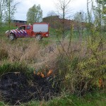Grasbrandjes in park bij Veldhoen-Akker, Barendrecht (Carnisselande)