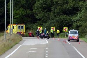 Motorrijder krijgt eigen motor bovenop zichzelf op oprit A29, Barendrecht