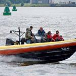 Kinderen met zeldzame ziekte racen in snelle boten over de Oude Maas