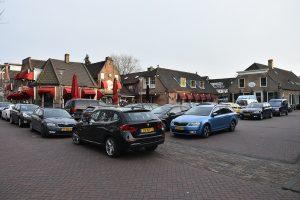 Doormanplein vol met auto's, Barendrecht