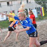 Beach handbalwedstrijden bij Savosa onder stralende zon