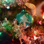 Kerstboom met kerstbal (met daarop een kerstboom)