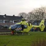 Traumahelikopter landt voor hulpverlening aan de Distelvink in Barendrecht
