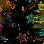 Kerstboom met verlichte kerststerren