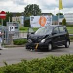 Auto flink toegetakeld bij ongeval aan de Lorentzweg in Barendrecht
