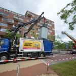 Brandweer assistentie voor kapotte kraan van afvalwagen Middeldijkerplein, Barendrecht