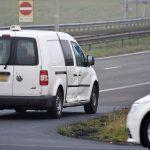 Personenauto raakt bestelbusje in flank bij oprit A29 vanaf Kilweg