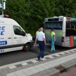Busje klapt op achterkant RET bus aan de 1e Barendrechtseweg in Barendrecht